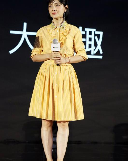 胡可气质好优雅,穿黄色格纹裙尽显温柔,真有女人味