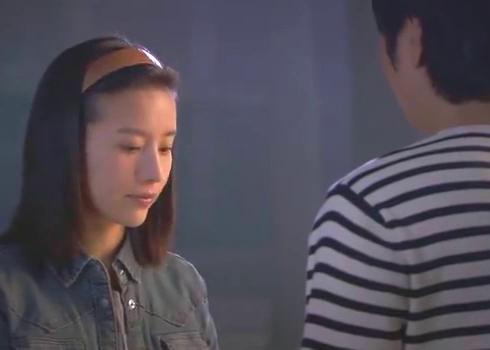 相爱十年:男人在宿舍楼下等人,女孩告诉他,闺蜜有男友了