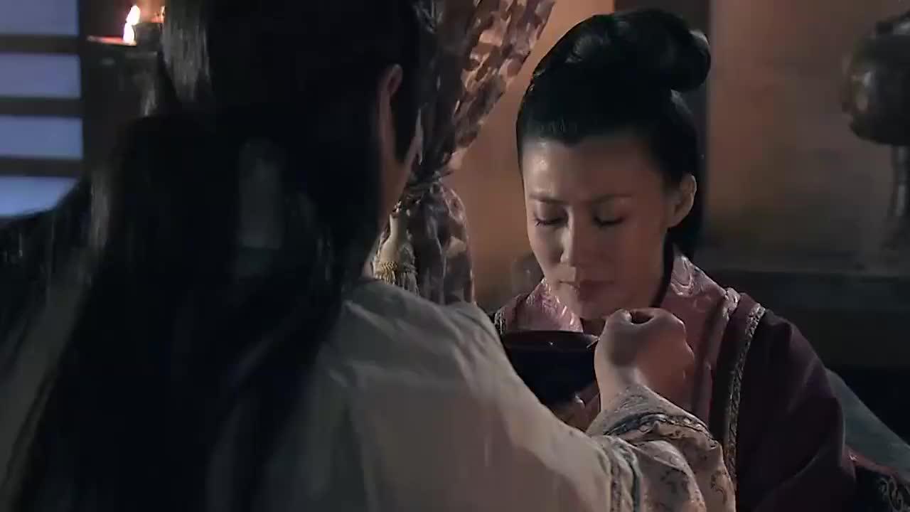 代王不顾危险亲自给患了传染病的瑞儿喂药太感人了