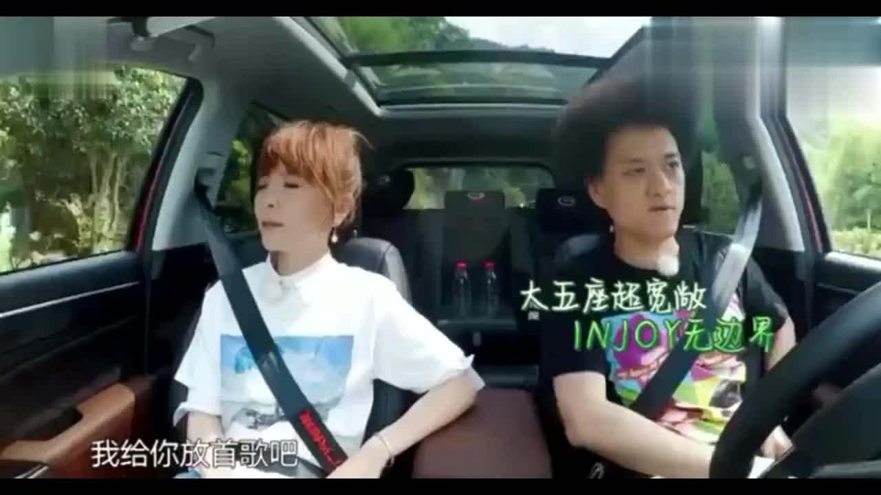 《青春旅社》王嘉尔和赵英俊讨论头发怎么长的,真是好奇宝宝
