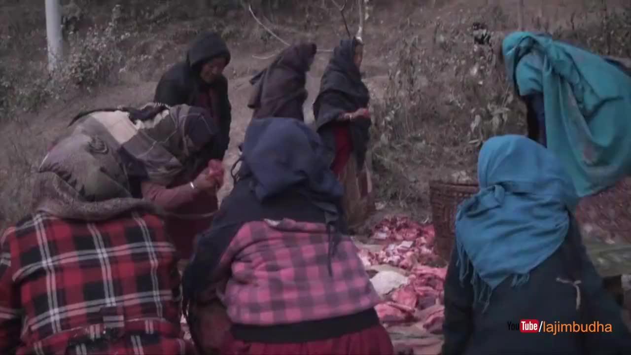 尼泊尔游牧商人买一头羊,晚餐吃羊肉,把多余的羊肉烘干