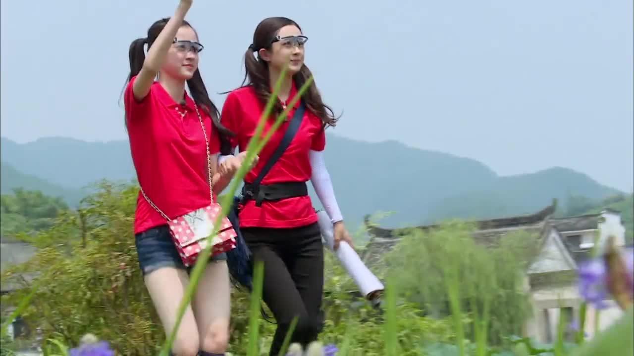 汪涵分队赵丽颖娜比,发型身高一模一样,简直就是双胞胎姐妹!