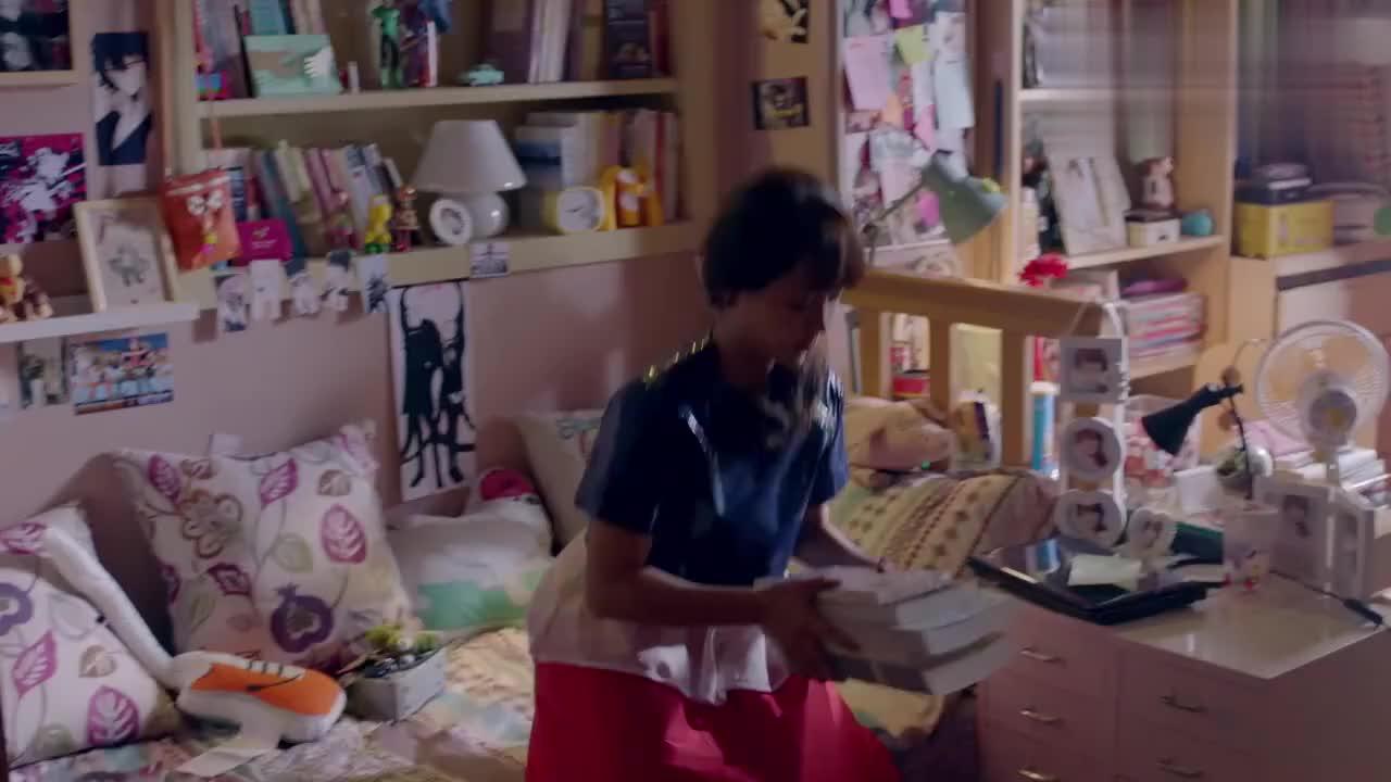邱莹莹失业寻找慰藉,看老爸送的励志视频,这着魔的样子看懵安迪