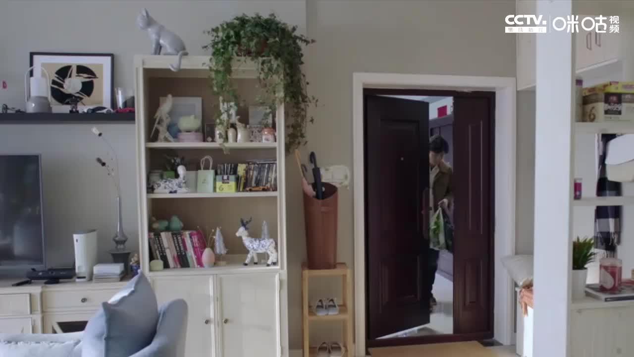 郭京飞饰演的苏明成洗白成功,自侃文案枯竭配图十分的逗趣应景