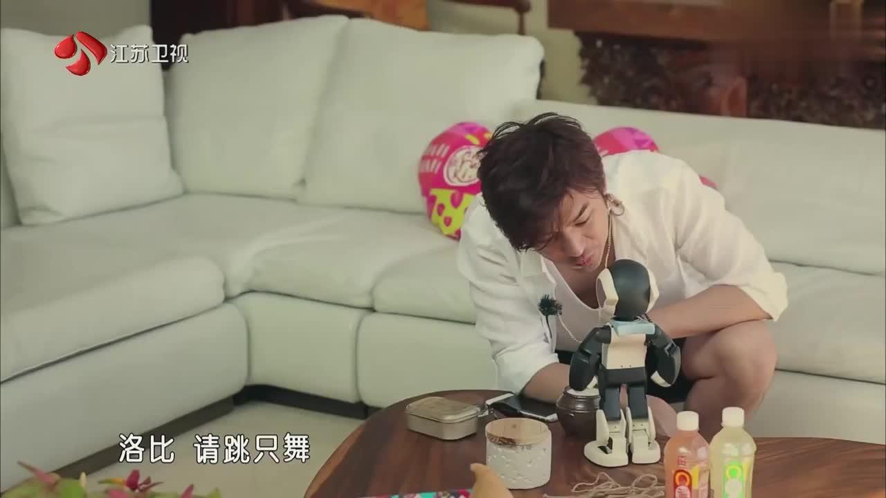 相爱吧:橙汁夫妇浪漫巴厘行还在继续,智孝用中文跟机器人打招呼