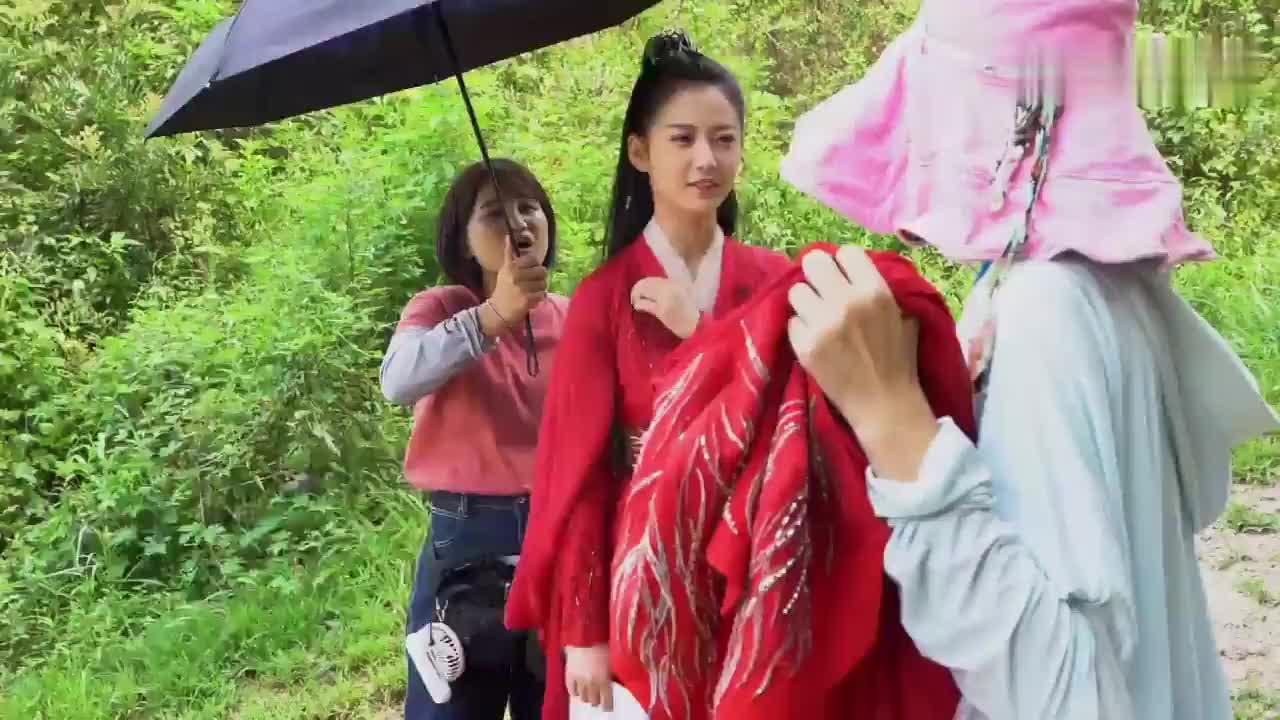 花絮:陈钰琪片场撒娇,连导演都招架不住,太可爱了!