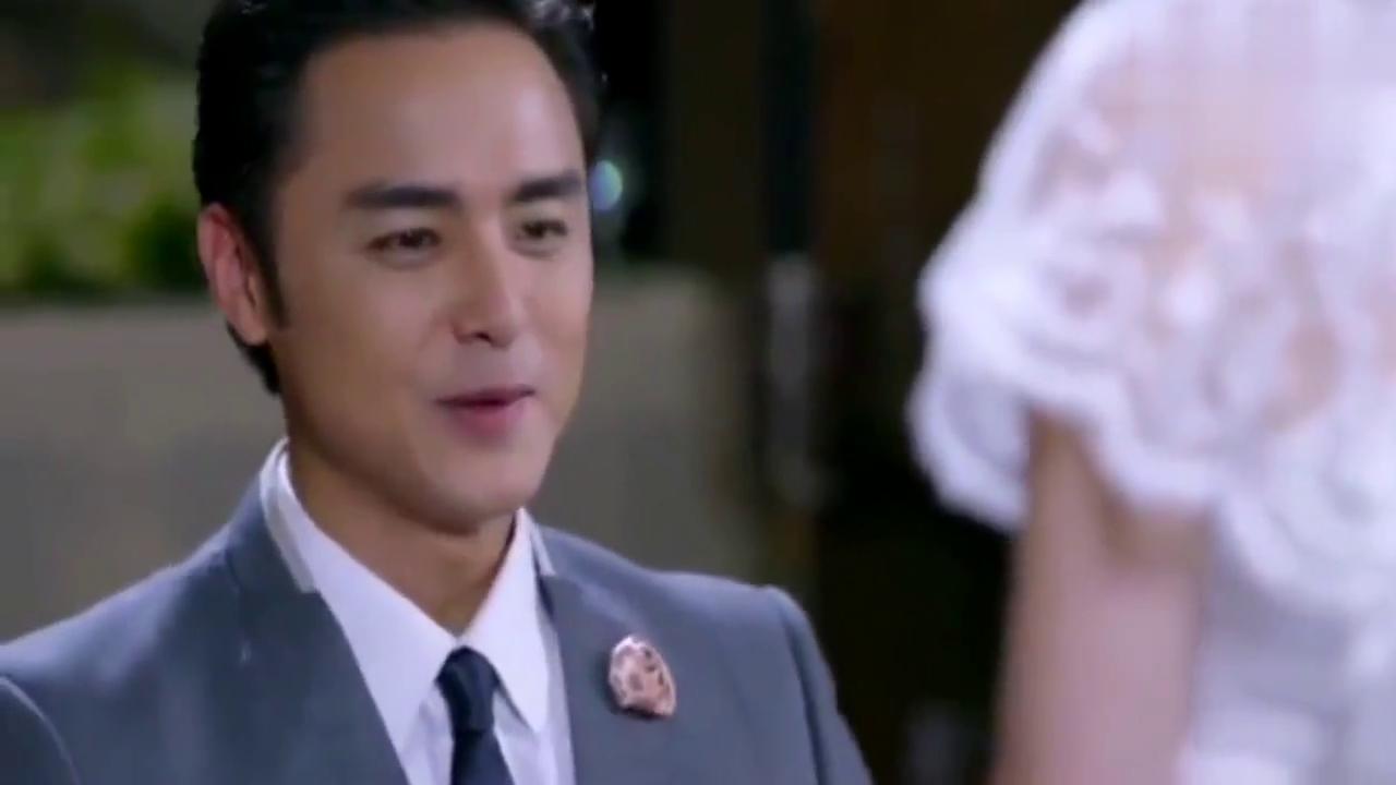 霸道总裁向女友求婚,突然冒出一个哈子叫爸爸,结果悲剧了