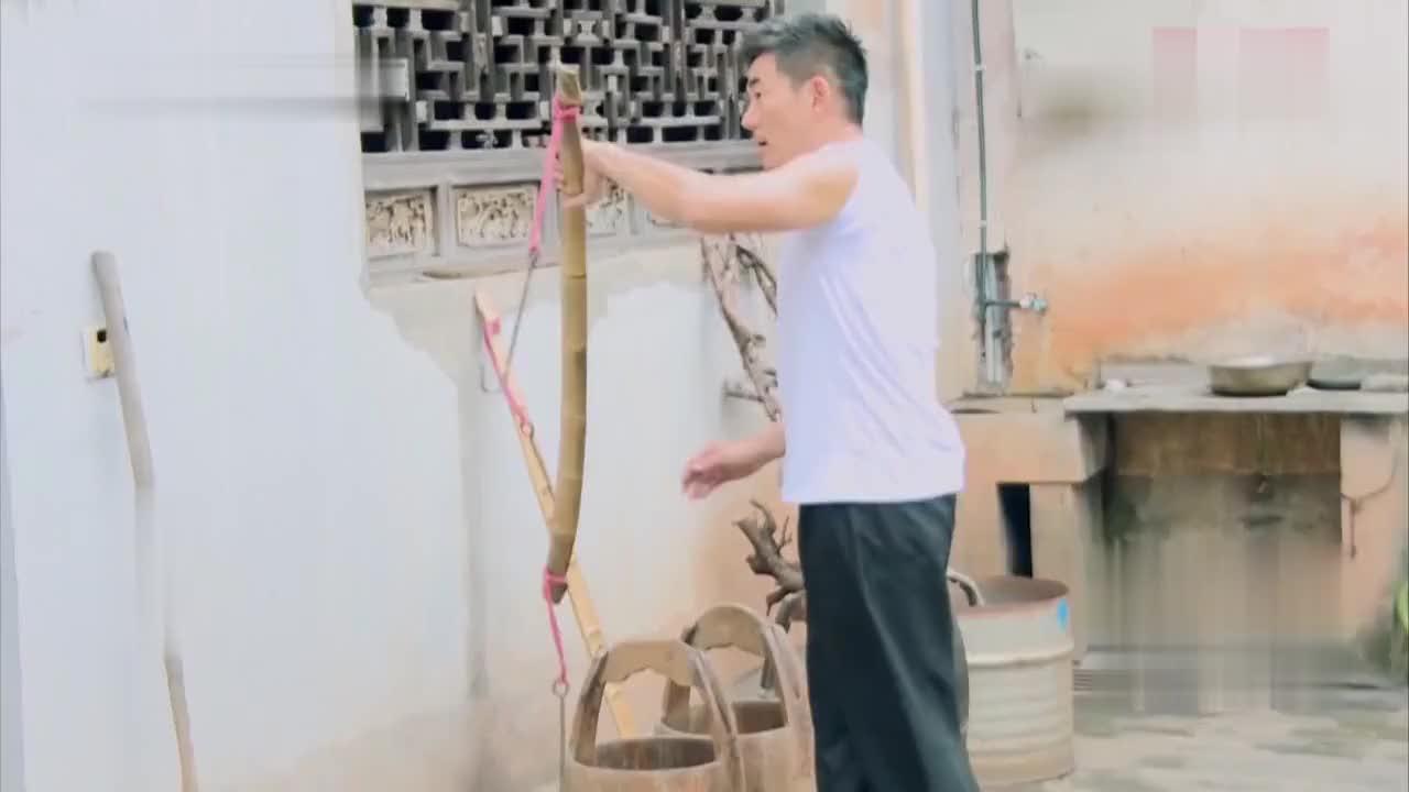 不愧是非物质文化遗产传承人,阿金师傅还为普京总统铸过剑!