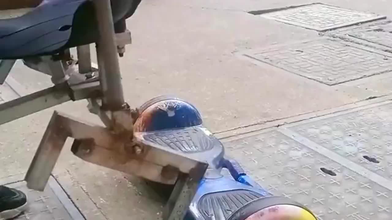 座椅放在平衡车上,小朋友这玩,一般人可想不到
