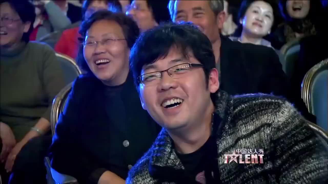 窦文涛说徐静蕾越来越好看了,男子的表演童趣十足,可并没有晋级