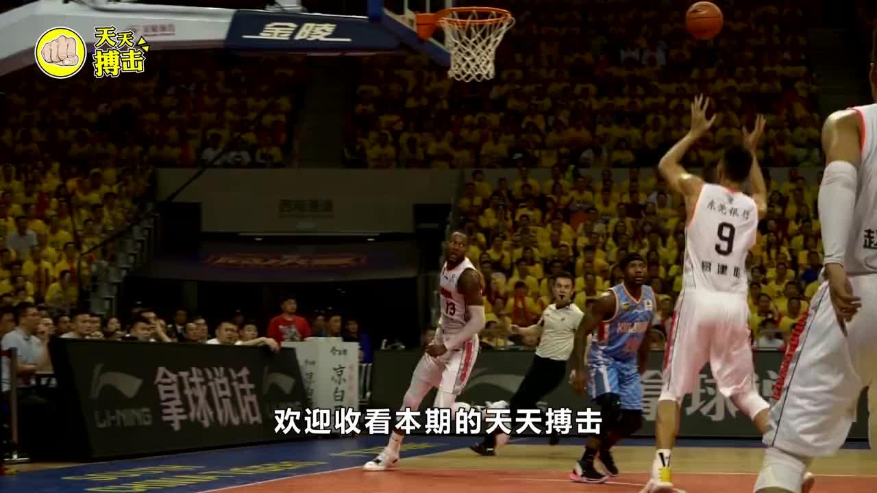 中国男篮诞生超新星!身高2米07臂展2米21,遭美国名校哄抢