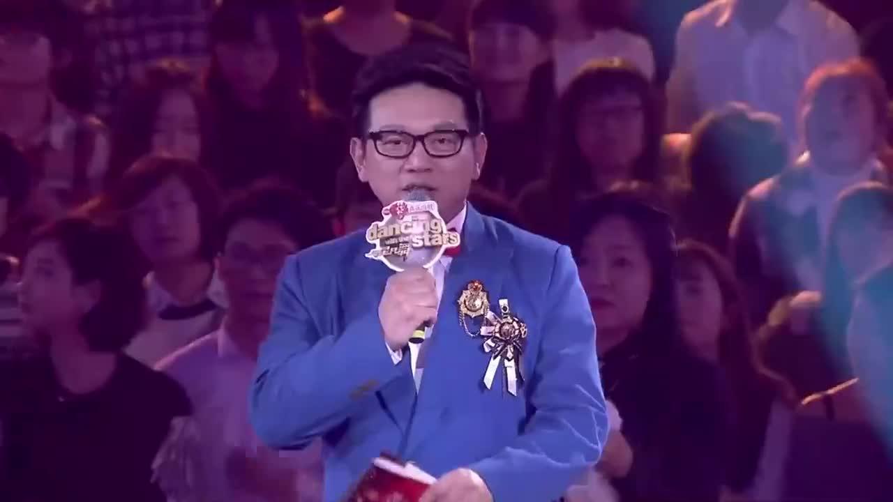 孙书博因网络舆论临时退出,陈冰与临时舞伴,魅力演绎夜宴