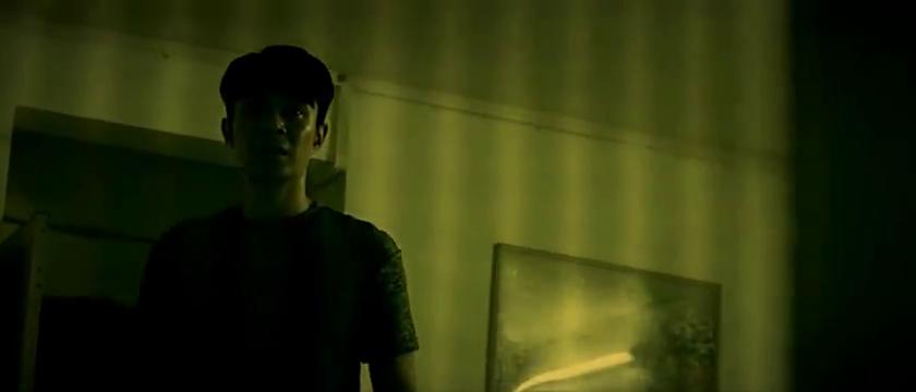 男子在房间内捡到一张画,画的内容鬼怪
