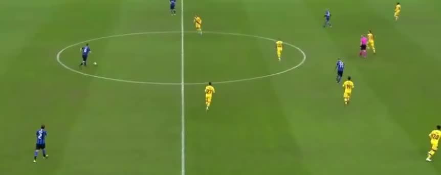 德弗里后场长传,劳塔罗完美停球,射门被扑出了