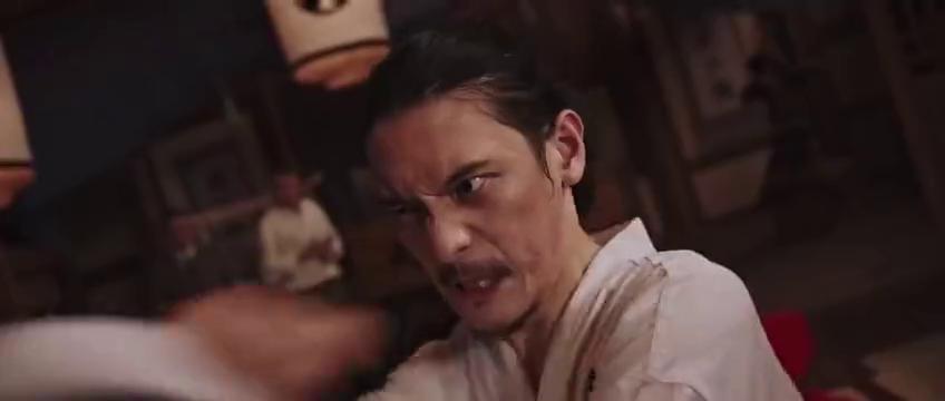 电影霍元甲横扫日本红花武馆的动作场景