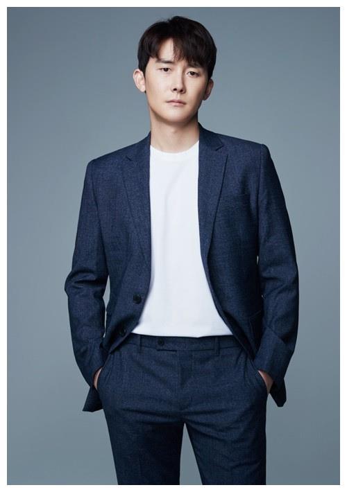 金俊翰与HODUNU娱乐签订专属合约 与金惠秀X李善均同门
