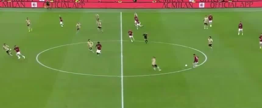 米兰后场遭断球,佩塔尼亚射门太正了
