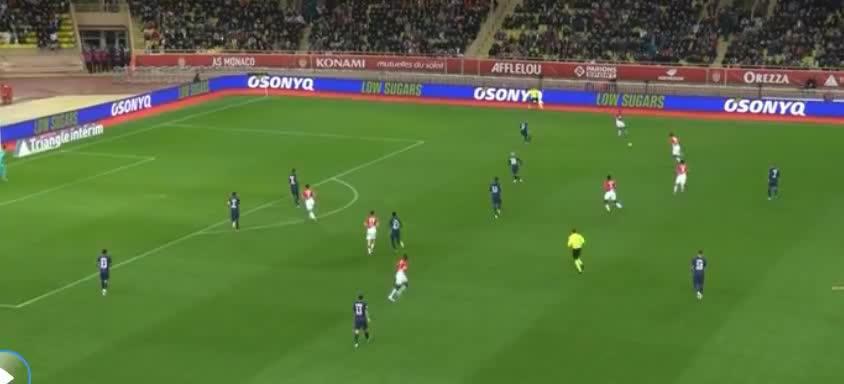 摩纳哥右路传中,本耶德尔头球攻门,遭扑出了