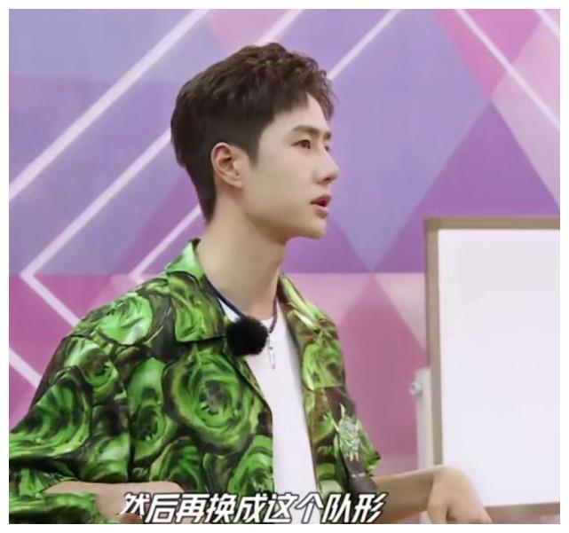 """王一博最新《天天》和肖战撞衫,被爆疑似穿""""情侣款"""",一红一绿"""