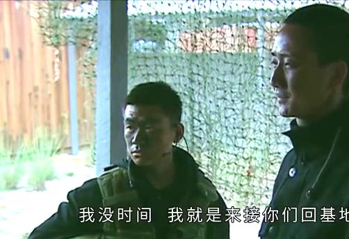 士兵突击:许三多满脑子的疑问,袁朗却只顾打游戏:我实在没时间