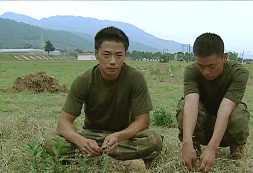 士兵突击:许三多当兵腻了想复员,袁朗急了,给他放一个月假期