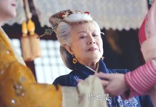 为了将千金的密信送出宫,母亲和老祖母豁出了老命:我们是一家人