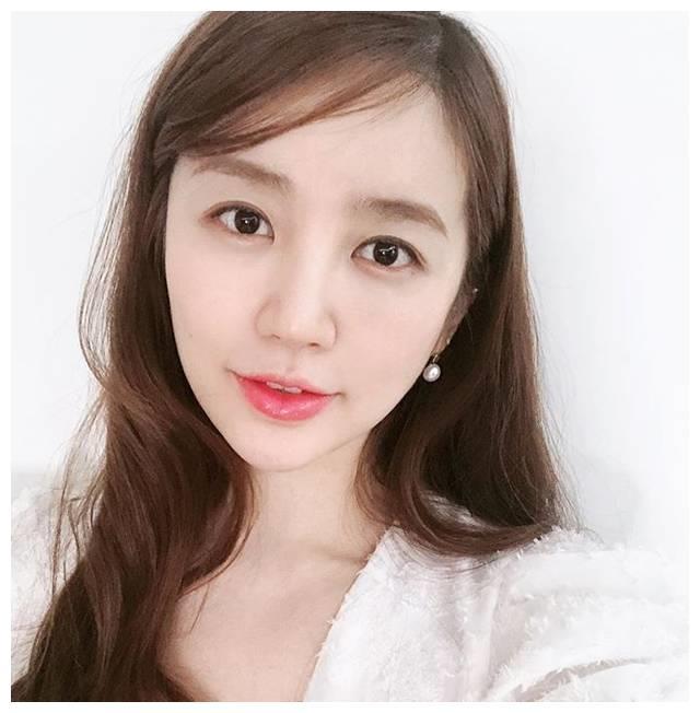 演员尹恩惠时隔三年出演综艺《Radio Star》