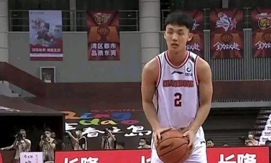 徐杰是广东男篮的防守漏洞,为什么林书豪不敢带球进攻?