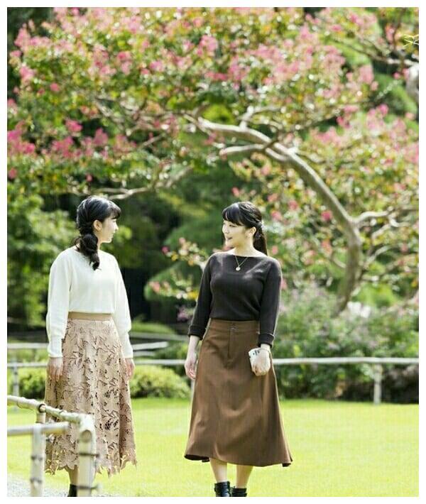 日本真子公主29岁生日!和佳子齐亮相,不穿职业装终于美了一回