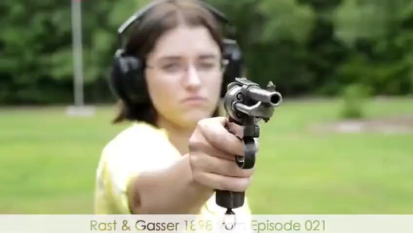 女汉子射击合集:各种古董枪齐上阵