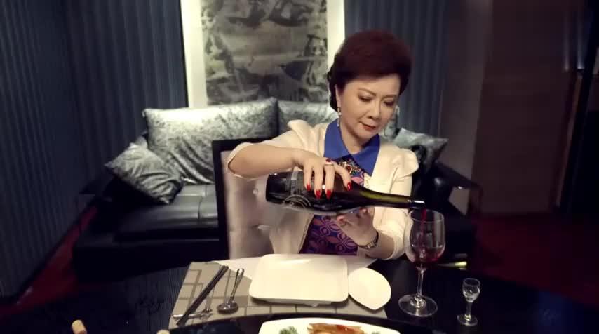 太太为了两家的和解,豪席宴请亲家们,亲家的吃相看呆了太太