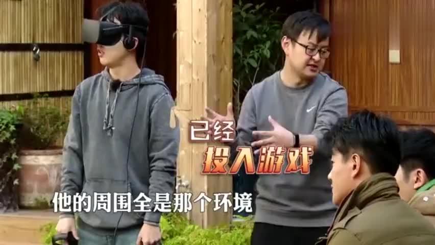 郭麒麟玩VR手舞足蹈发型乱套,佟大为:走偶像路线要注意形象