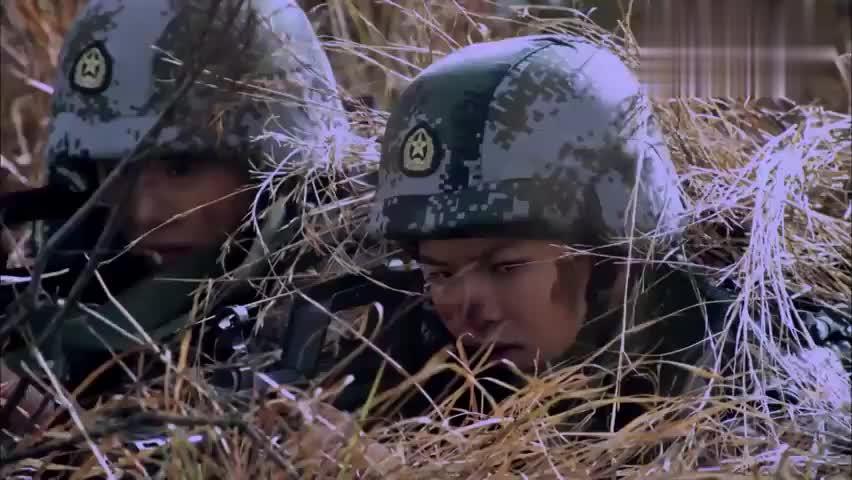 潇薇已经快要虚脱,刺头女兵竟想让大家主动暴露,吸引男兵注意