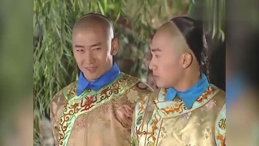 皇上率领众人赏烟花,突然出现一个黑衣人,可把众人吓坏了