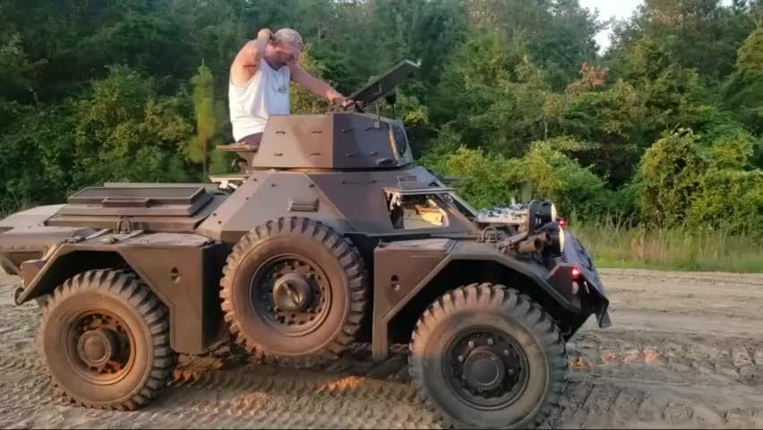 老外的收藏品:英国白鼬装甲侦察车,这玩具也是厉害了!