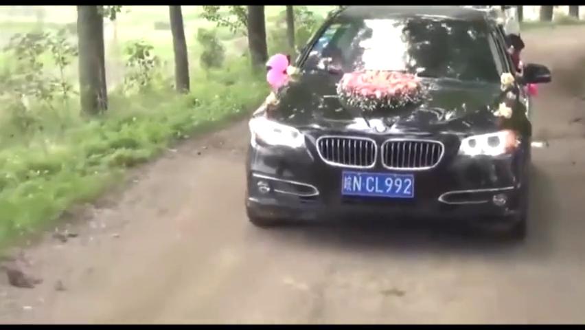 婚车后面都是车,农村结婚就是气派!