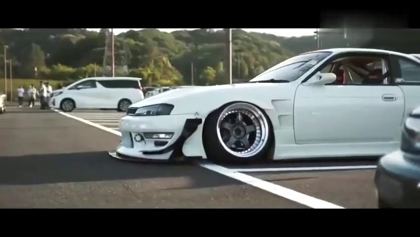 爆改日系神车日产SilviaS14,低趴底盘加外八字车轮帅炸