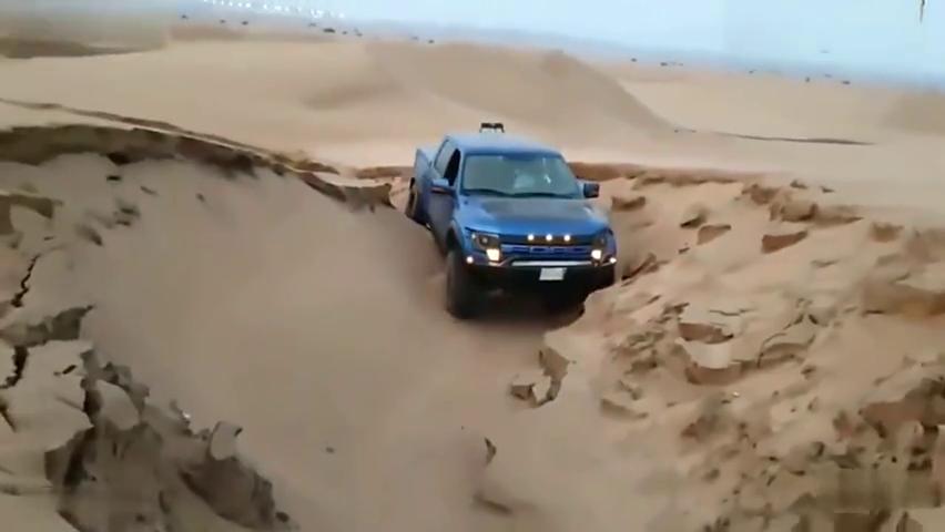 福特猛禽实力有多强悍?直到遇到这样的沙坑,我才明白
