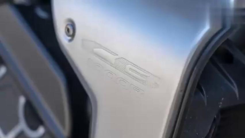 实拍本田旗舰级街车CB1000R,红标本田的质感不是盖的!