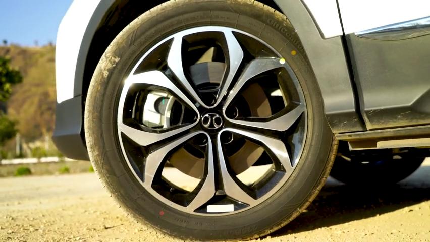 视频:续航超400公里北汽EX5是一款值得买的电动车吗?