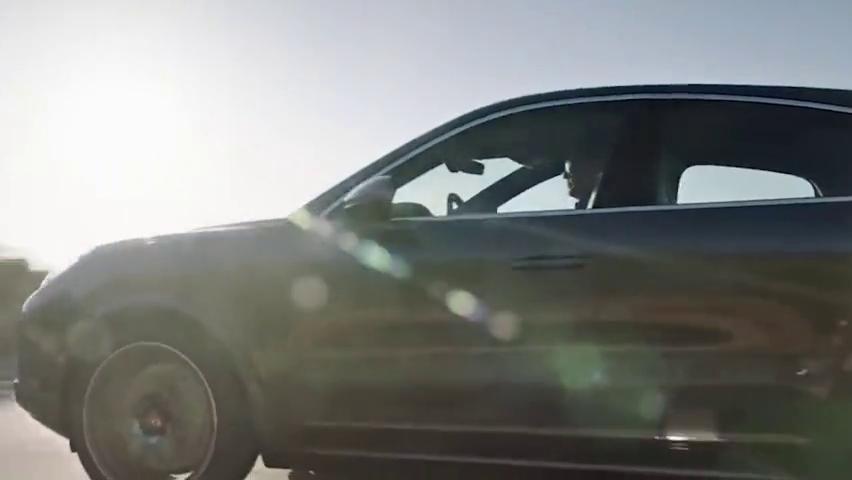 你们要的街车来了,轿跑SUV卡宴开启预售,宝马X6慌不慌?