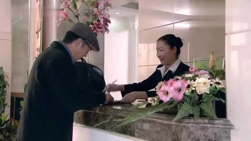 金婚:李天骄魅力十足,刚一进宴会厅,佟志的眼神都挪不开了!