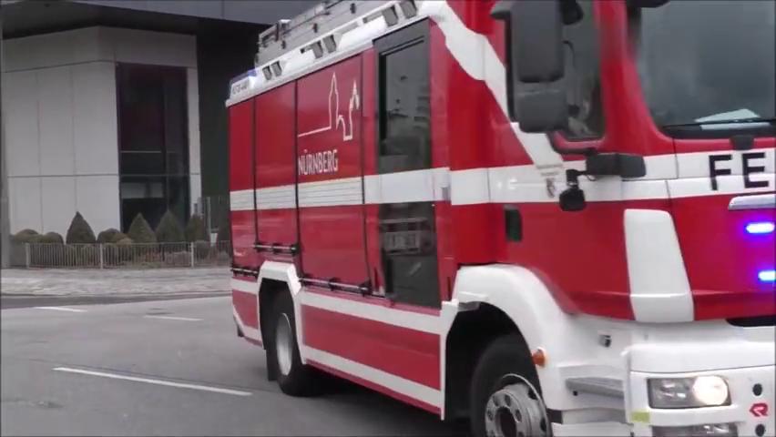 国外消防车紧急出警,警笛声疯狂炸街,车型一辆比一辆酷