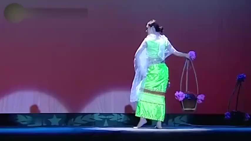 孙俪罕见跳舞现场,一段孔雀舞美轮美奂,与邓超现场尬舞太魔性!