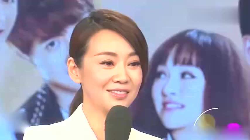 闫妮回老家西安探亲,素面朝天接地气,22岁邹元清遗传妈妈美貌