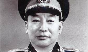 实拍谷景生将军之墓,位于北京八宝山,碑文上写着我是谁这不重要