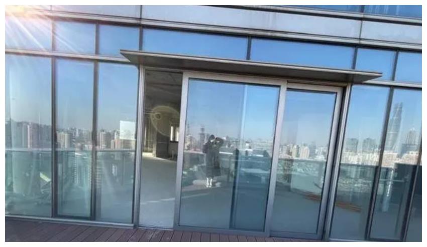 超大落地窗两层露台俯瞰上海,真牛