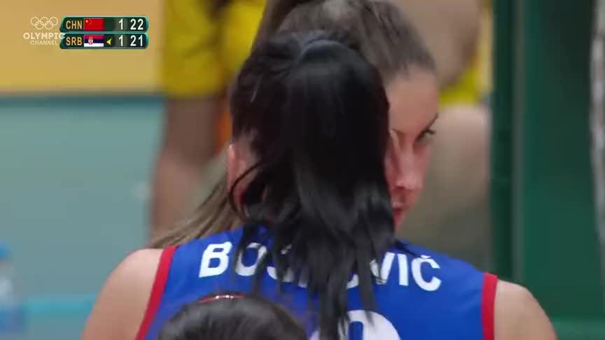镇定自若,里约奥运女排决赛,朱婷临危不乱,扣球势大力沉