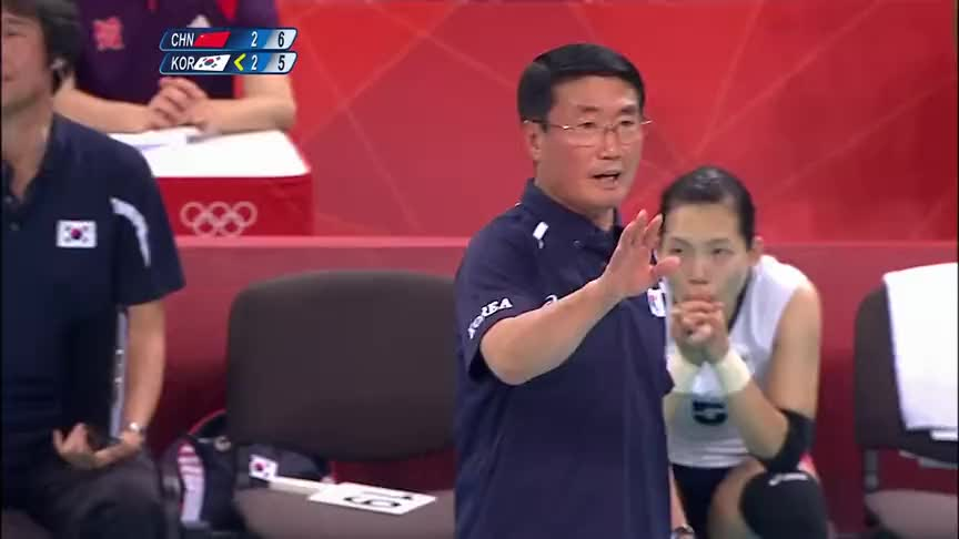 欣喜若狂!韩国当家球星金软景的强攻被拦,中国女排欢呼雀跃