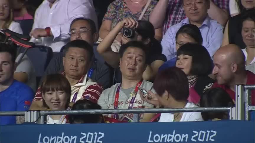 王者风范!奥运女乒决赛,李晓霞各种犀利进攻让丁宁防不胜防